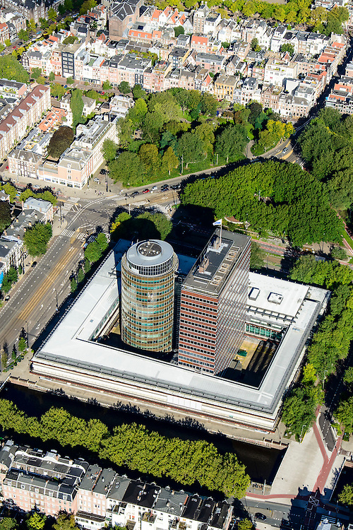 Nederland, Noord-Holland, Amsterdam, 27-09-2015; overzicht Fredriksplein met Nederlandsche Bank. Stadhouderskade, Westeinde en Oosteinde, <br /> Headoffice of DNB, Dutch central bank.<br /> Overview Amsterdam and the Amstel River with several bridges.<br /> luchtfoto (toeslag op standard tarieven);<br /> aerial photo (additional fee required);<br /> copyright foto/photo Siebe Swart