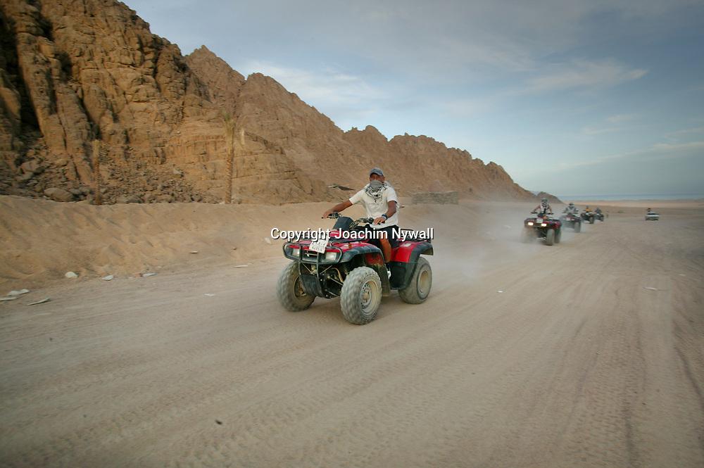 2003 10 28 Sharm El Sheik Egypten<br /> fyrhjulingar i &ouml;knen<br /> <br /> <br /> ----<br /> FOTO : JOACHIM NYWALL KOD 0708840825_1<br /> COPYRIGHT JOACHIM NYWALL<br /> <br /> ***BETALBILD***<br /> Redovisas till <br /> NYWALL MEDIA AB<br /> Strandgatan 30<br /> 461 31 Trollh&auml;ttan<br /> Prislista enl BLF , om inget annat avtalas.
