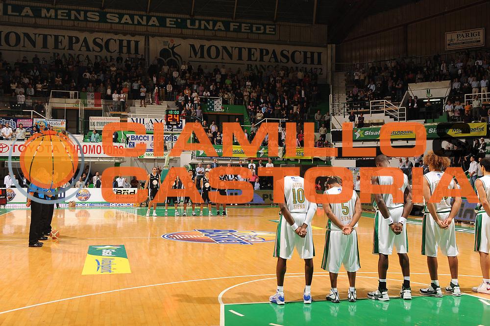 DESCRIZIONE : Siena Lega A 2009-10 Supercoppa Sisal Matchpoint Montepaschi Siena Virtus Bologna<br /> GIOCATORE : Minuto Raccoglimento per Disastro Messina<br /> SQUADRA : Montepaschi Siena<br /> EVENTO : Campionato Lega A 2009-2010<br /> GARA : Montepaschi Siena Virtus Bologna<br /> DATA : 04/10/2009<br /> CATEGORIA : <br /> SPORT : Pallacanestro<br /> AUTORE : Agenzia Ciamillo-Castoria/M.Marchi