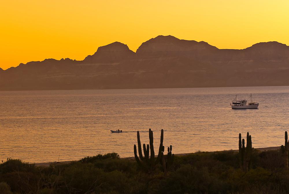 Ursa Major (charter yacht), Salina San Ysidria bay, Sea of Cortes, Baja California Sur, Mexico