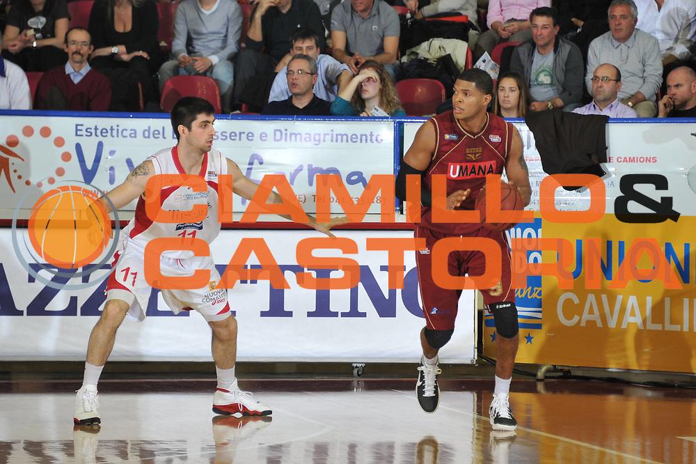 DESCRIZIONE : Venezia Lega Basket A2 2010-11 Umana Reyer Venezia Tuscany Pistoia<br /> GIOCATORE : Tamar Slay<br /> SQUADRA : Umana Reyer Venezia Tuscany Pistoia<br /> EVENTO : Campionato Lega A2 2010-2011<br /> GARA : Umana Reyer Venezia Tuscany Pistoia<br /> DATA : 18/03/2011<br /> CATEGORIA : Palleggio<br /> SPORT : Pallacanestro <br /> AUTORE : Agenzia Ciamillo-Castoria/M.Gregolin<br /> Galleria : Lega Basket A2 2010-2011 <br /> Fotonotizia : Venezia Lega A2 2010-11 Umana Reyer Venezia Tuscany Pistoia<br /> Predefinita :