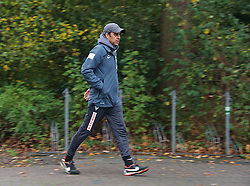 25.10.2014, Trainingscenter, Bremen, GER, 1. FBL, SV Werder Bremen, im Bild Robin Dutt (Cheftrainer SV Werder Bremen) auf dem Weg vom Platz zurück in die Kabine // during a Trainingssession of German Bundesliga Club SV Werder Bremen at the Trainingscenter in Bremen, Germany on 2014/10/25. EXPA Pictures © 2014, PhotoCredit: EXPA/ Andreas Gumz<br /> <br /> *****ATTENTION - OUT of GER*****