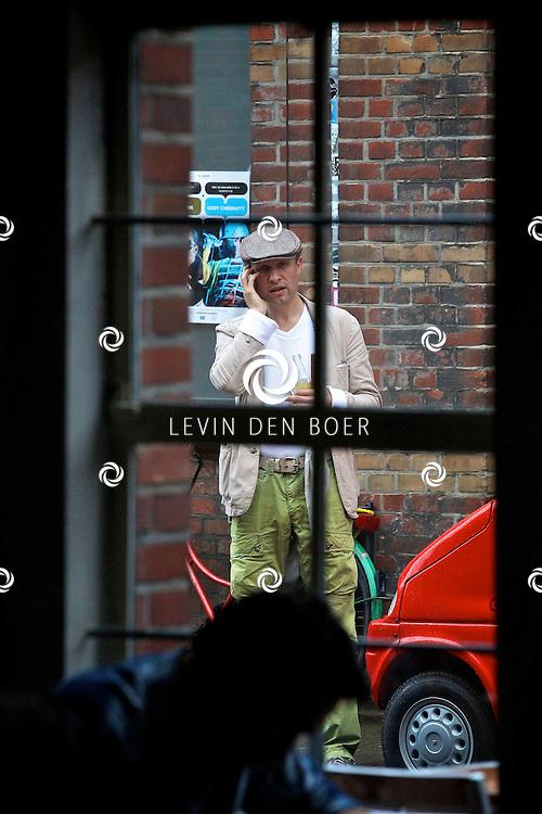 AMSTERDAM - Hugo Metsers gespot bij het Ketelhuis om gezellig een bioscoopje te pakken. FOTO LEVIN DEN BOER - PERSFOTO.NU