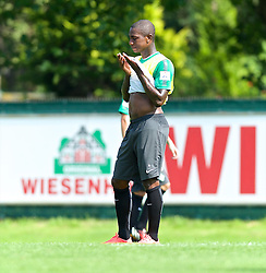 31.07.2014, Trainingsgelände am Weserstadion, Bremen, GER, 1. FBL, SV Werder Bremen Training,  im Bild Eljero Elia (SV Werder Bremen #11) wischt sich mit dem Leibchen den Schweiß aus dem Gesicht // during the training session on the training ground of the German Bundesliga Club SV Werder Bremen at the Weserstadion, Bremen, Germany on 2014/07/31. EXPA Pictures © 2014, PhotoCredit: EXPA/ Andreas Gumz<br /> <br /> *****ATTENTION - OUT of GER*****