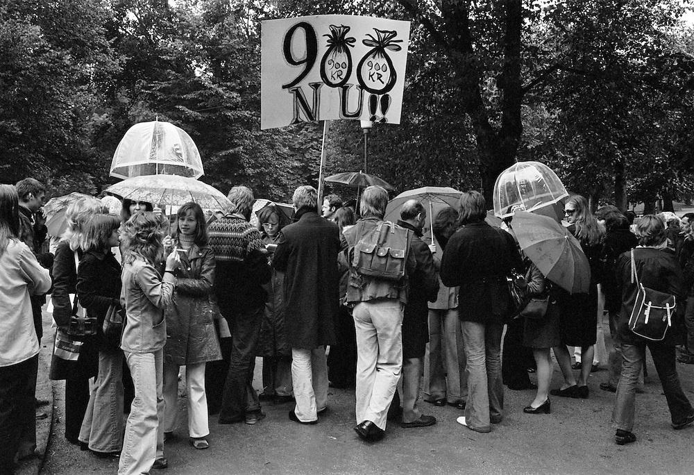 Demonstration för 900 kronor i utbildningsbidrag per månad under arbetsmarknadsutbildning (AMU).