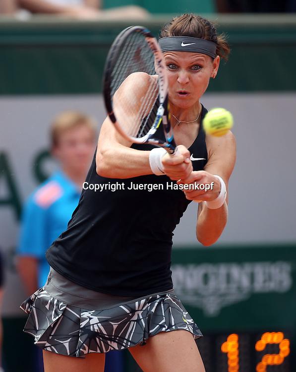 French Open 2014, Roland Garros,Paris,ITF Grand Slam Tennis Tournament,<br /> Lucie Safarova (CZE),Aktion,Einzelbild,Halbkoerper,Hochformat,