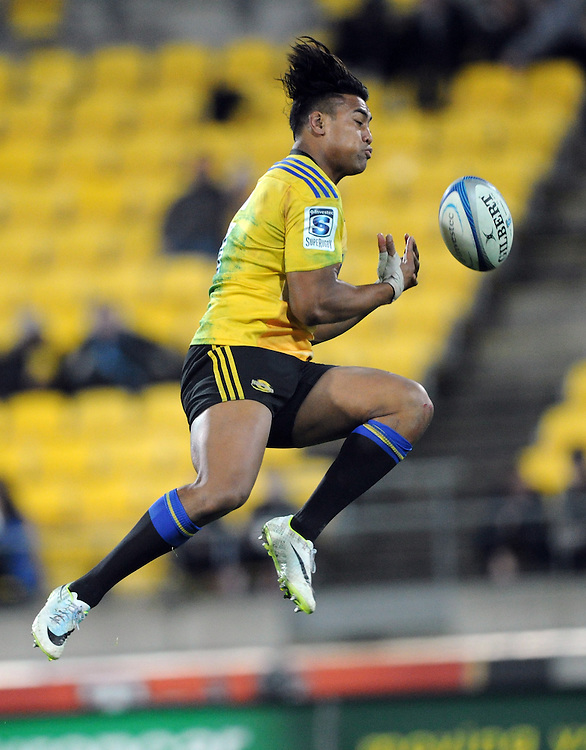 Hurricanes' Julian Savea drops a high ball against the Highlanders in the Super Rugby match at Westpac Stadium, Wellington, New Zealand, Friday, May 16, 2014. Credit:SNPA / Ross Setford