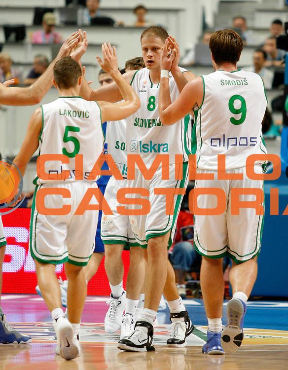 DESCRIZIONE : Madrid Spagna Spain Eurobasket Men 2007 Quarter Final Quarti di Finale Grecia Greece Slovenia Slovenia <br /> GIOCATORE : Radoslav Nesterovic<br /> SQUADRA : Slovenia Slovenia<br /> EVENTO : Eurobasket Men 2007 Campionati Europei Uomini 2007 <br /> GARA : Grecia Greece Slovenia Slovenia <br /> DATA : 14/09/2007 <br /> CATEGORIA : Esultanza<br /> SPORT : Pallacanestro <br /> AUTORE : Ciamillo&amp;Castoria/T.Wiedensohler<br /> Galleria : Eurobasket Men 2007 <br /> Fotonotizia : Madrid Spagna Spain Eurobasket Men 2007 Quarter Final Quarti di Finale Grecia Greece Slovenia Slovenia <br /> Predefinita :