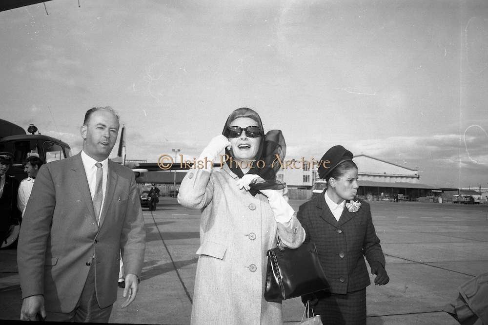 "Deborah Kerr arrives at Dublin Airport on her way to star in a new James Bond film ""Casino Royale"". The film, directed by John Houston, is to be shot at Ardmore Studios..23.05.1966"