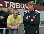 15-07-2008 VOETBAL:CSKA SOFIA - WILLEM II:TILBURG<br /> Willem II supporter Danny Straatman in gesprek met Andries Jonker<br /> Foto: Geert van Erven
