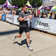 NLD/Amsterdam/20180701 - Evers staat op Run 2018, winnaar aankomst