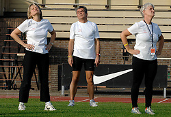 11-10-2007 ATLETIEK: TRAINING BIJ NIKE: HILVERSUM<br /> Training voor de Beijing Olympic Marathon Experience georganiseerd door Nashuatec bij Nike in Hilversum / <br /> ©2007-WWW.FOTOHOOGENDOORN.NL