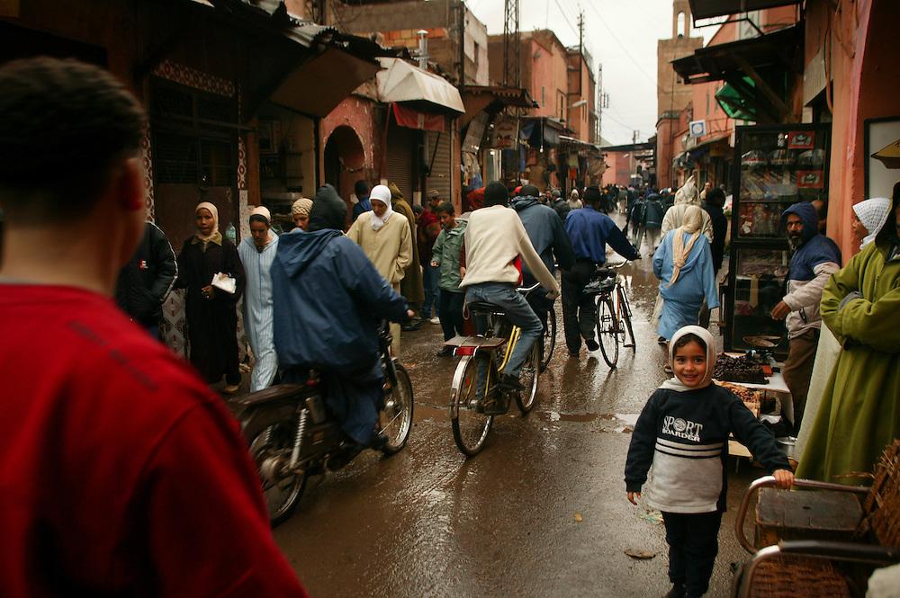 Djemaa el-Fna er det største markedet i den arabiske verdenen, med souk'er bak den åpne plassen. Har alt fra levende kobraer, falker, kameloner, skilpadder og snegler til antikke butikker, klær, sko, krydder og tonnevis med juggel. Beliggende i gamlebyen i Marrakech.