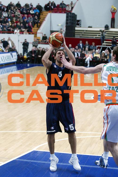 DESCRIZIONE : Kazan Uleb Cup 2005-06 Unics Kazan Lottomatica Virtus Roma <br /> GIOCATORE : Giachetti <br /> SQUADRA : Lottomatica Virtus Roma <br /> EVENTO : Uleb Cup 2005-2006 <br /> GARA : Unics Kazan Lottomatica Virtus Roma <br /> DATA : 07/02/2006 <br /> CATEGORIA : Tiro <br /> SPORT : Pallacanestro <br /> AUTORE : Agenzia Ciamillo-Castoria/G.Ciamillo