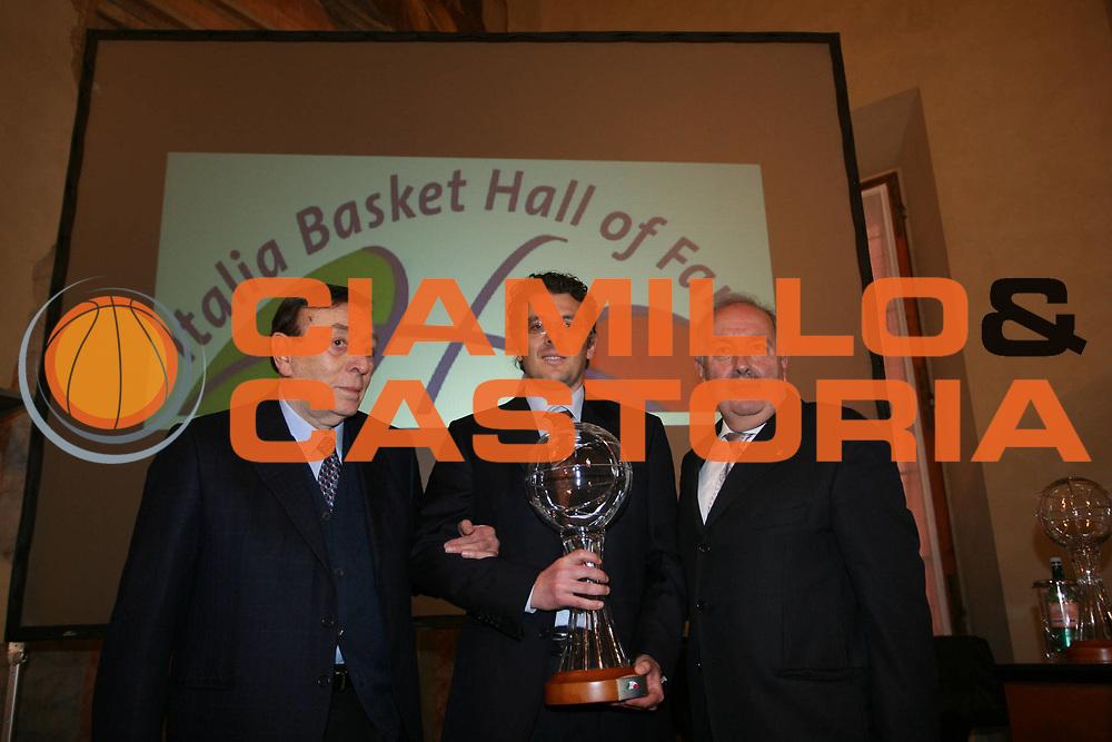DESCRIZIONE : Bologna Palazzo Accursio Secondo Italia Basket Hall of Fame<br /> GIOCATORE :  Enrico Vinci Gian Luigi Porelli Fausto Maifredi<br /> SQUADRA : FIP Federazione Italiana Pallacanestro <br /> EVENTO : Italia Basket Hall of Fame<br /> GARA : <br /> DATA : 09/02/2008 <br /> CATEGORIA : Premiazione<br /> SPORT : Pallacanestro <br /> AUTORE : Agenzia Ciamillo-Castoria/S.Ceretti<br /> Galleria : Fip Nazionali 2008<br /> Fotonotizia : Bologna Palazzo Accursio Secondo Italia Basket Hall of Fame<br /> Predefinita :