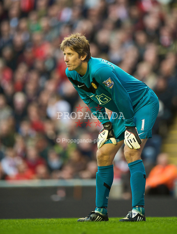 LIVERPOOL, ENGLAND - Sunday, October 25, 2009: Manchester United's goalkeeper Edwin van der Sar in action against Liverpool during the Premiership match at Anfield. (Photo by David Rawcliffe/Propaganda)