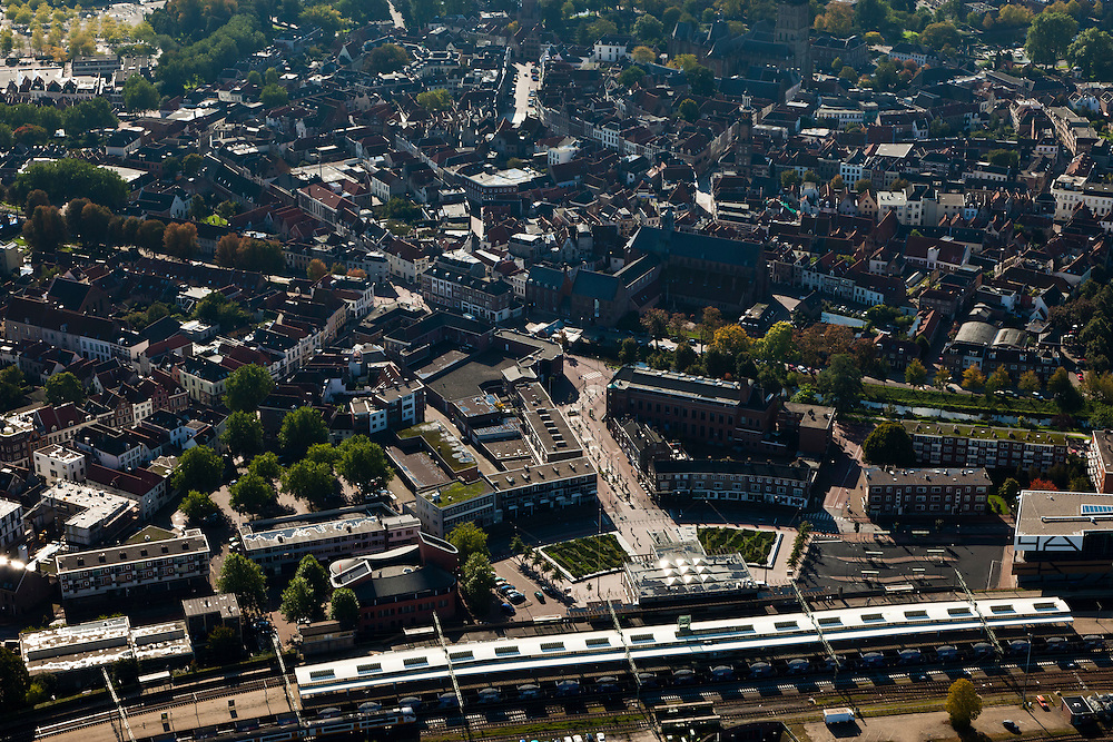 Nederland, Gelderland, Zurphen, 03-10-2010; overzicht van de binnenstad met station..Overview of the town with railway station..luchtfoto (toeslag), aerial photo (additional fee required).foto/photo Siebe Swart
