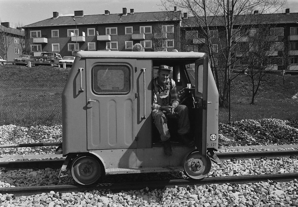 Spårsvetsare i sin svetsartralla. 1983.