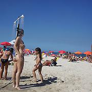 A beach scene as beach goers use showers on Ipanema beach, Rio de Janeiro,  Brazil. 31st July 2010. Photo Tim Clayton.