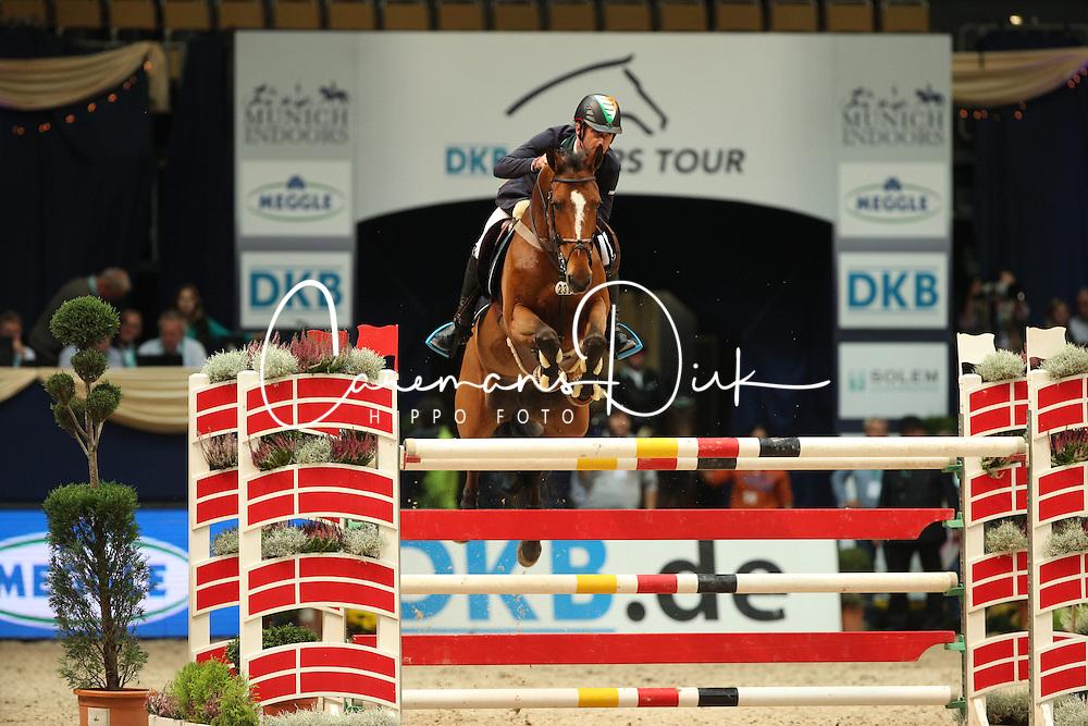 Lynch Denis, (IRL), Zamora<br /> Champion von München<br />  Jumping München 2015<br /> © Hippo Foto - Stefan Lafrentz