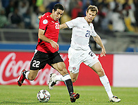 Fotball<br /> 21.06.2009<br /> Confederations Cup<br /> Egypt v USA<br /> Foto: Gepa/Digitalsport<br /> NORWAY ONLY<br /> <br /> Bild zeigt Mohamed Aboutrika (EGY) und Jonathan Spector (USA)