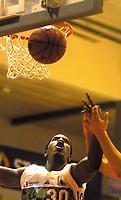20011024: Elliot Broadnax , Bærums Verk. Basket Bærums Verk Defenders - Centrum Tigers. (Foto: Andreas Fadum, Digitalsport)