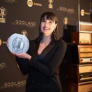 NLD/Hilversum/20200130 - Uitreiking De Gouden RadioRing 2020, Emmely de Wilt met de Marconi Award voor Aanstormend Talent