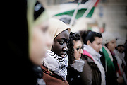 ROMA. UNA DONNA PROTESTA CONTRO LA GUERRA IN PALESTINA; ROME. A WOMEN PROTEST AGAINST THE WAR IN PALESTINE