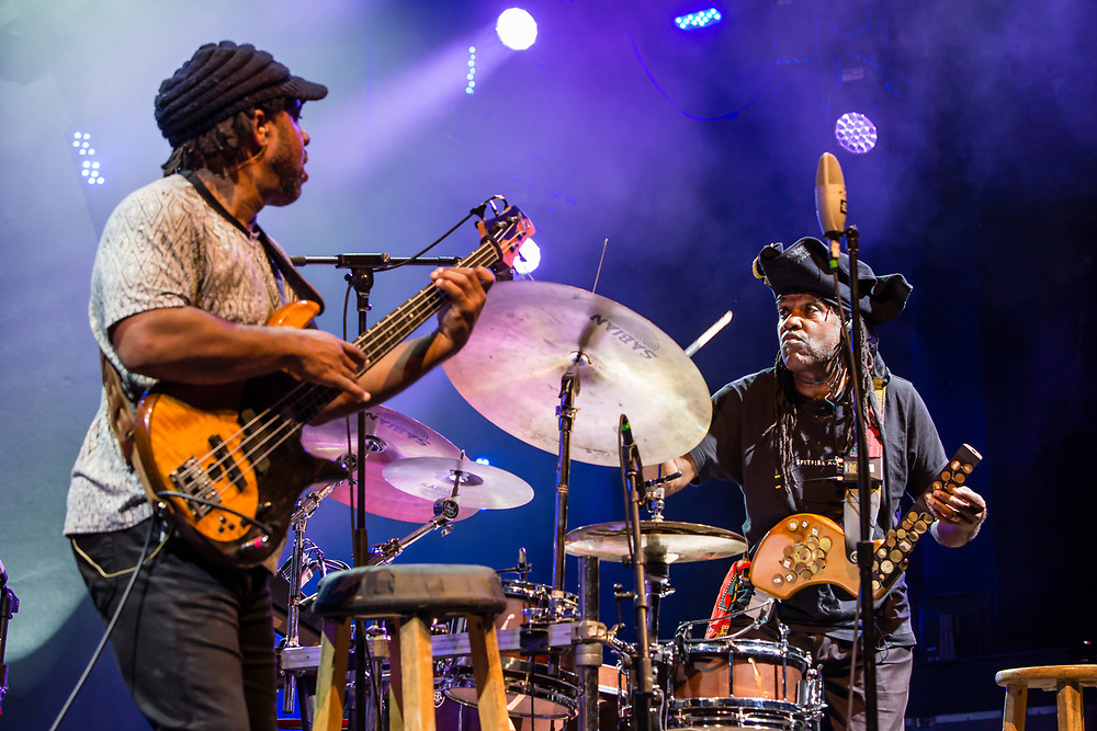 """3 August 2017 – Brooklyn, NY. Singer Nellie McKay opened for Béla Fleck and the Flecktones to a large crowd at the BRIC Celebrate Brooklyn! Festival at the Prospect Park Bandshell. The Flecktones' bassist Victor Wooten and his brother, percussionist Roy """"Future Man"""" Wooten."""