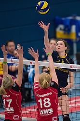 07-12-2014 GER: USC Muenster - Schweriner SC, Munster<br /> Block / Doppelblock Ines Bathen (#17 Muenster), Leonie Schwertmann (#18 Muenster) - Angriff Lonneke Sloetjes (#5 Schwerin)<br /> <br /> ***NETHERLANDS ONLY***