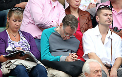 01.08.2012, Wimbledon, London, GBR, Olympia 2012, Tennis, im Bild In a break because the rain match between Roger Federer and Denis Istomin viewers boredom in a variety of ways. // during Tennis, at the 2012 Summer Olympics at Wimbledon, London, United Kingdom on 2012/08/01. EXPA Pictures © 2012, PhotoCredit: EXPA/ Pixsell/ Sanjin Strukic    ATTENTION - OUT OF CRO, SRB, MAZ, BIH and POL *****