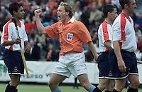 Hockey Europacup voor Landskampioenen (mannen).<br />Bloemendaal-Western (Schotland). Remco van Wijk (m) schreeuwt het uit nadat hij de stand op 1-0 heeft gebracht.