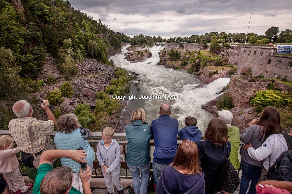 Trollh&auml;ttan 20160816 Fallen i Trollh&auml;ttan <br /> Vattenfall vattenkraft f&ouml;rnyelsebar energi el turister turistm&aring;l sommar vatten<br /> <br /> <br /> ----<br /> FOTO : JOACHIM NYWALL KOD 0708840825_1<br /> COPYRIGHT JOACHIM NYWALL<br /> <br /> ***BETALBILD***<br /> Redovisas till <br /> NYWALL MEDIA AB<br /> Strandgatan 30<br /> 461 31 Trollh&auml;ttan<br /> Prislista enl BLF , om inget annat avtalas.