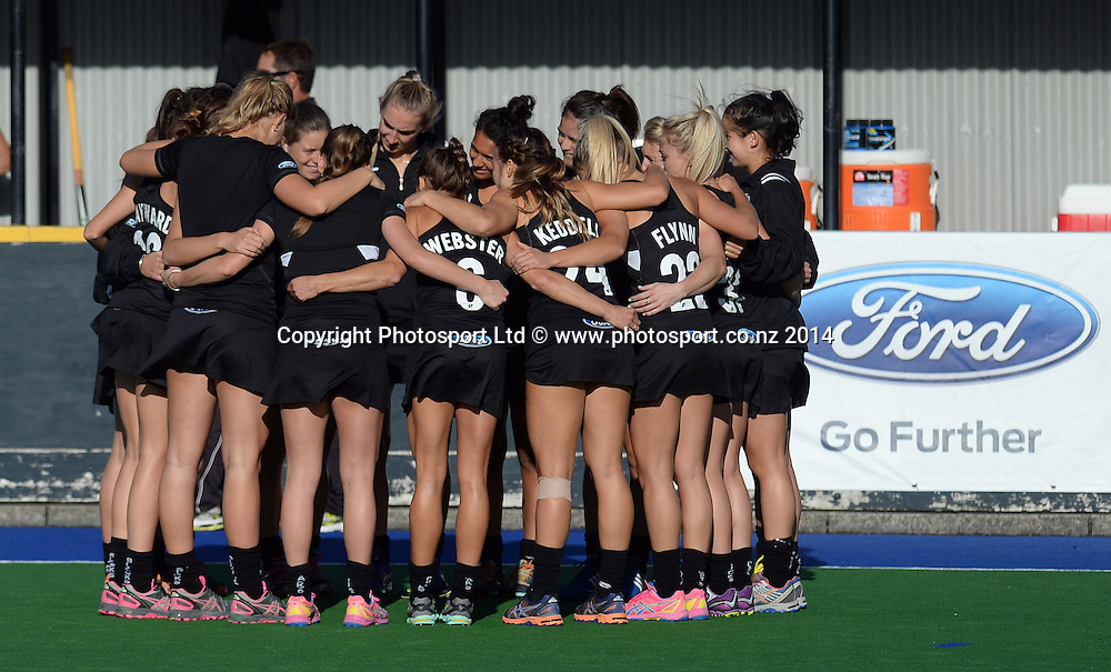 NZ Team Huddle. International Womens Hockey. New Zealand Black Sticks v Korea. Auckland. New Zealand. Friday 28 March 2014. Photo: Andrew Cornaga / www.photosport.co.nz
