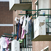 Nederland Rotterdam 01-06-2009 20090601 Foto: David Rozing   ..Achterstandswijk Pendrecht Rotterdam zuid, slecht onderhouden balkons, afgebladderde verf kale plekken op balkons. deprived area / projects âEURoeKatendrecht âEURoe This area is on a list with projects which need help of the government because of degradation in the area etc., project, suburb, suburbian, problem. Neighboorhood, neighboorhoods, district, city, problems,  daily life Holland, The Netherlands, dutch, Pays Bas, Europe ..Foto: David Rozing