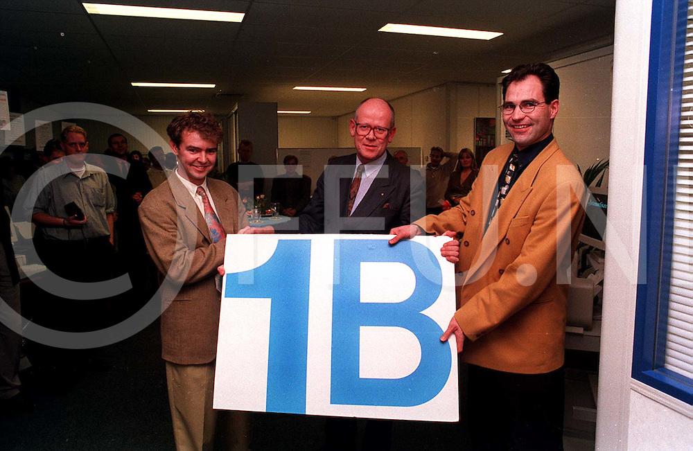 ommen : opening nieuwe pand nwe release burgemeester ter Avest bood het juiste huisnummer aan..foto frank uijlenbroek¨1995
