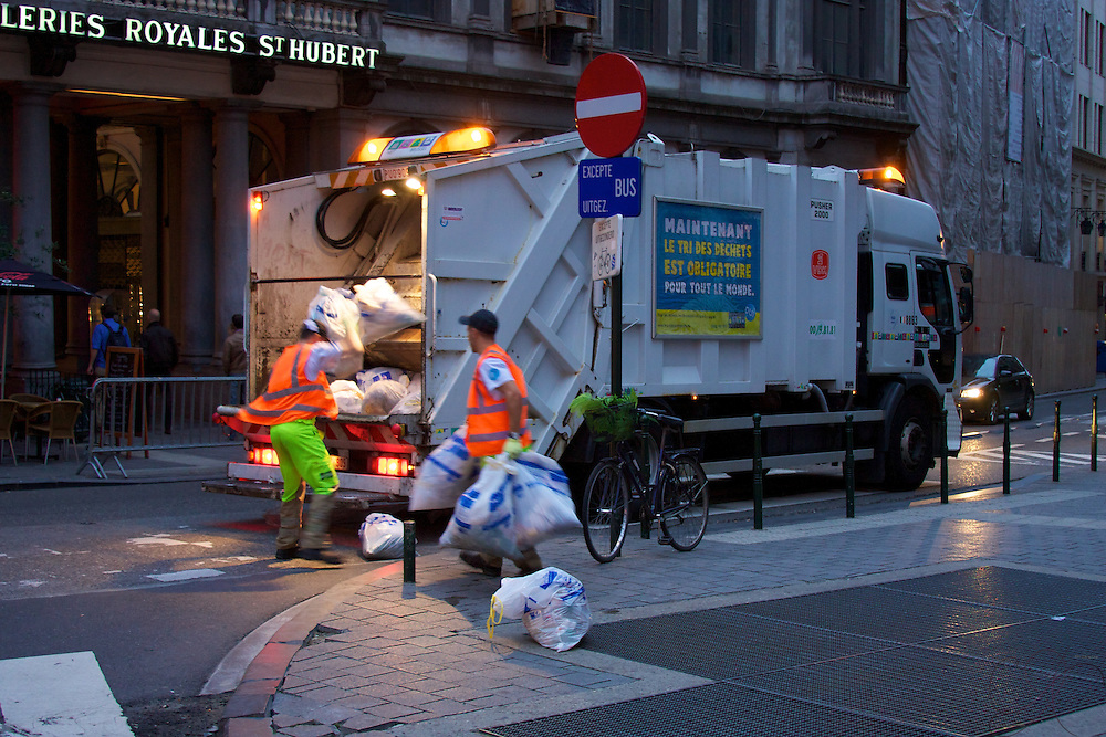 Evening garbage collection in Brussels