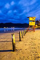 Posto de salva vidas na Praia do Pântano do Sul ao anoitecer. Florianópolis, Santa Catarina, Brasil. / Lifeguard station at Pantano do Sul Beach at evening. Florianopolis, Santa Catarina, Brazil.