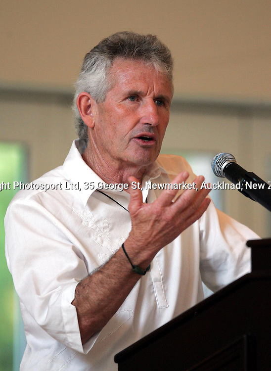Chef de Mission Dave Currie speaks at special function attended by New Zealand Olympic Team Thursday 12 August 2004. <br />PHOTO: Andrew Cornaga/PHOTOSPORT