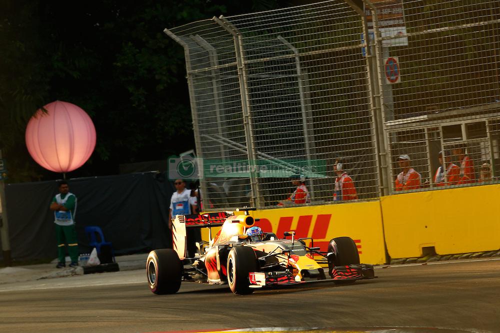 September 16, 2016 - Singapur, Singapur - Motorsports: FIA Formula One World Championship 2016, Grand Prix of Singapore, ., #3 Daniel Ricciardo (AUS, Red Bull Racing) (Credit Image: © Hoch Zwei via ZUMA Wire)