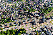 Nederland, Overijssel, Deventer, 17-07-2017; Spoorwegstation Station Deventer met omgeving en spoorbuurt, Stationsplein, Stationsstraat. Langs de perrons intercity treinen.<br /> Railway Station Deventer with its surroundings. Along the platforms intercity trains.<br /> <br /> luchtfoto (toeslag op standard tarieven);<br /> aerial photo (additional fee required);<br /> copyright foto/photo Siebe Swart