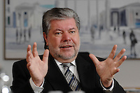 08 JAN 2007, BERLIN/GERMANY:<br /> Kurt Beck, SPD Parteivorsitzender und Ministerpraesident Rheinland-Pfalz, waehrend einem Interview, in seinem Buero, Willy-Brandt-Haus<br /> Kurt Beck, Party Leader of the Social Democratic Party, during an interview, in his office, Willy-Brandt-Haus<br /> IMAGE: 20070108-01-012<br /> KEYWORDS: Ministerpr&auml;sident