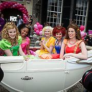 NLD/Baarn/20140423 - Perspresentatie Prinsessia, cast aankomst in koets, Desiree Viola, Helle Vanderheyden, Sylvia Boone, Jolijn Henneman en Fauve Celeste