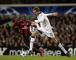 09.03.2011, White Hart Lane, London, ENG, UEFA CL, Tottenham Hfc vs AC Milan, im Bild Tottenham's Peter Crouch and AC Milan's Clarence Seedorf during Tottenham Hfc vs AC Milan for the last 16 round of the UCL at White Hart Lane   in London on 09/03/2011. EXPA Pictures © 2011, PhotoCredit: EXPA/ IPS/ Marcello Pozzetti +++++ ATTENTION - OUT OF ENGLAND/UK and FRANCE/FR +++++