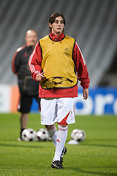 LYON, FRANCE - Tuesday, November 3, 2009: Liverpool's Alberto Aquilani during training at the Stade Gerland ahead of the UEFA Champions League Group E match against Olympique Lyonnais. (Pic by David Rawcliffe/Propaganda)