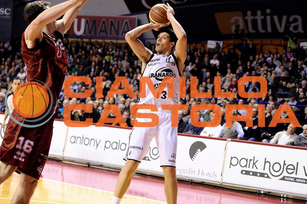 DESCRIZIONE : Venezia Lega A 2014-15 Umana Venezia Granarolo Bologna<br /> GIOCATORE : Simone Fontecchio<br /> CATEGORIA : tiro<br /> SQUADRA : Granarolo Bologna<br /> EVENTO : Campionato Lega A 2014-2015<br /> GARA : Umana Venezia Granarolo Bologna<br /> DATA : 08/03/2015<br /> SPORT : Pallacanestro <br /> AUTORE : Agenzia Ciamillo-Castoria/M.Marchi<br /> Galleria : Lega Basket A 2014-2015 <br /> Fotonotizia : Venezia Lega A 2014-15 Umana Venezia Granarolo Bologna