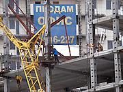 Nowosibirsk/Russische Foederation, RUS, 19.11.07: Bauarbeiten an einem Plattenbau im Zentrum der sibirischen Hauptstadt Nowosibirsk.<br /> <br /> Novosibirsk/Russian Federation, RUS, 19.11.07: Construction works on a panel house in the center of the Siberian capital city Novosibirsk.