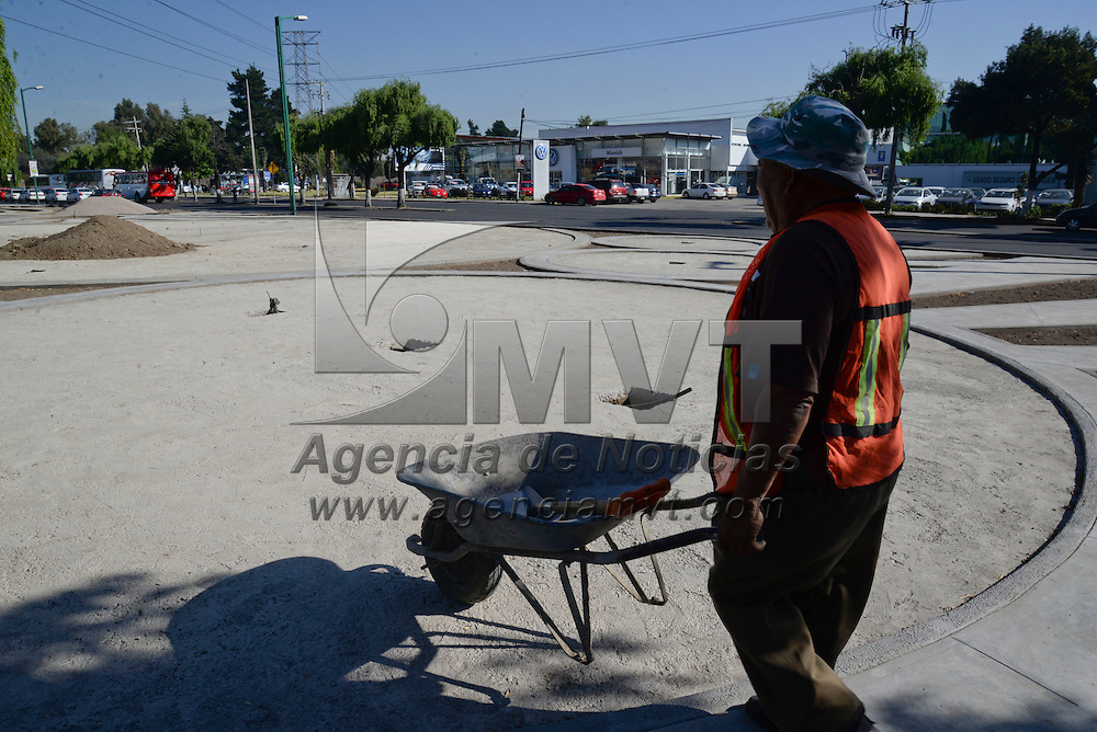 Metepec, México.- Los trabajos de la construcción del Jardín Lineal en Metepec presentan un avance del 65 por ciento, un espacio pensado para el esparcimiento y la cultura. Agencia MVT / Crisanta Espinosa