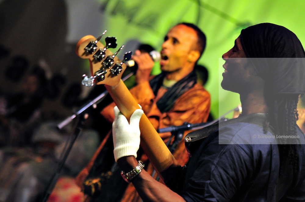 "Bass player Youba Dia playing with Nabil Othmani during the ""III Rencontre Internationale d'Imzad"", Tamanrasset."