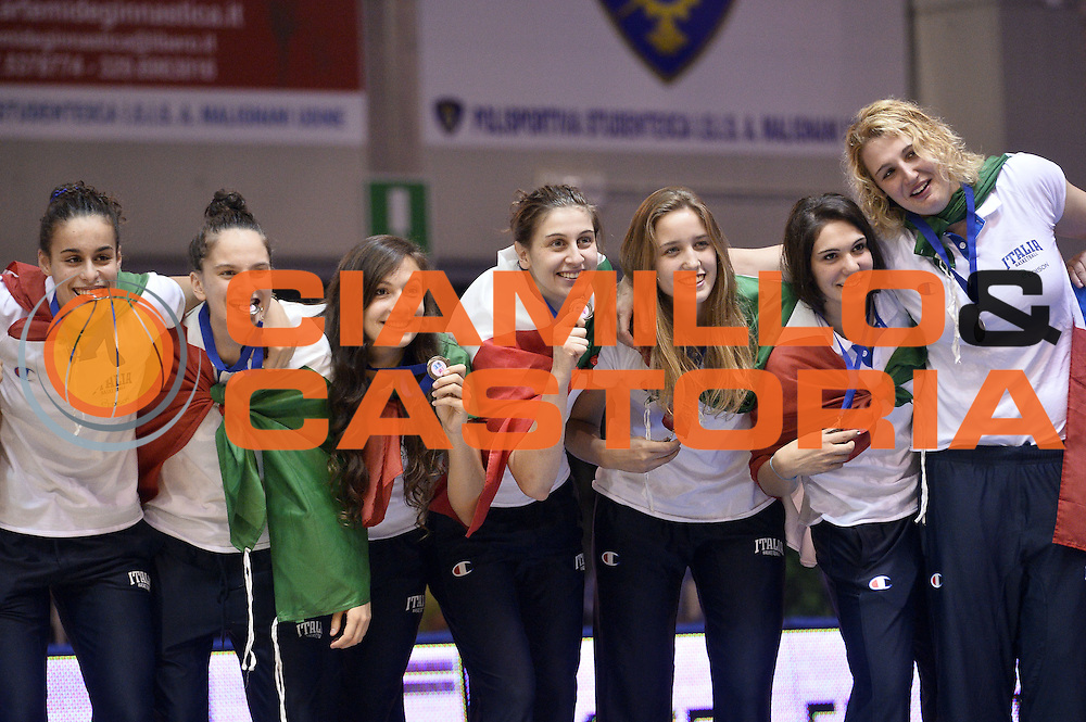 DESCRIZIONE : Udine U20 Campionato Europeo Femminile Finale 1-2 posto Spagna Francia European Championship Women Final 1-2 Place Spain France<br /> GIOCATORE : Team<br /> CATEGORIA : Premiazione Esultanza<br /> SQUADRA : Italia Italy<br /> EVENTO : Udine U20 Campionato Europeo Femminile Finale 1-2 posto Spagna Francia European Championship Women Final 1-2 Place Spain France<br /> GARA : Spagna Francia Spain France<br /> DATA : 13/07/2014<br /> SPORT : Pallacanestro <br /> AUTORE : Agenzia Ciamillo-Castoria/Max.Ceretti<br /> Galleria : Europeo Under 20 Femminile <br /> Fotonotizia : Udine U20 Campionato Europeo Femminile Finale 1-2 posto Spagna Francia European Championship Women Final 1-2 Place Spain France<br /> Predefinita :